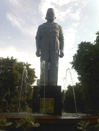 Monumen Gubernur Suryo