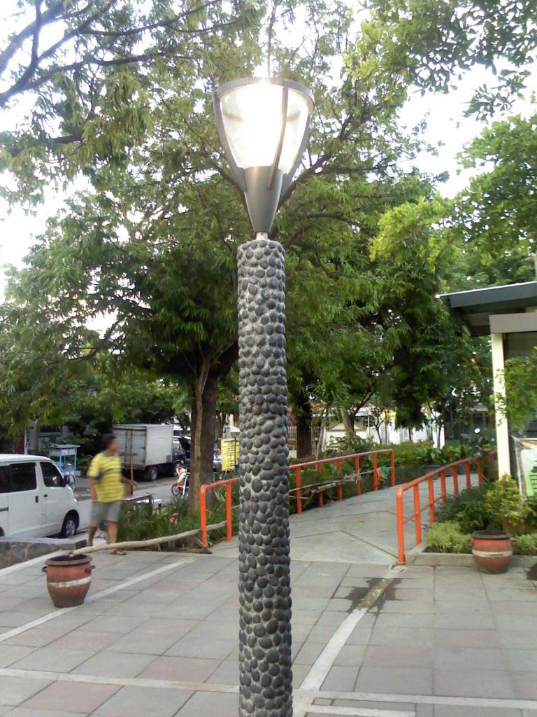 Lampu Taman Kota Pesona Taman Kota Surabaya