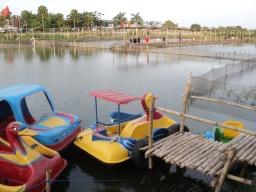 Sepeda air di Kolam pemancingan